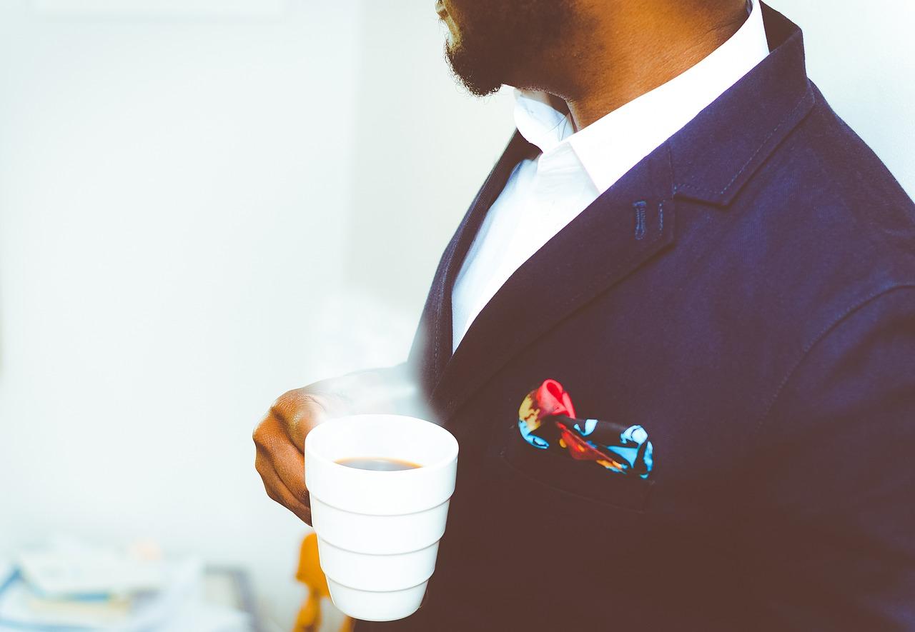スーツとコーヒー